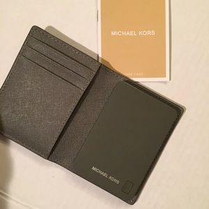 Michael Kors Charging Wallet